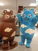 あべのハルカスのバレンタイン会場に「あべのべあ」登場 等身大チョコ像と対面