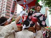 大阪夏祭りの始まり「愛染まつり」 盛大な「宝恵かごパレード」で幕開け