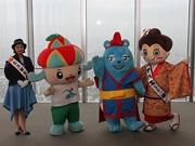 あべのハルカスで沖縄観光PR あべのべあはエイサー衣装で