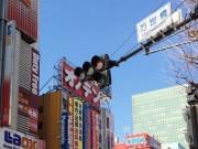 東京五輪控え外国人にもわかりやすい道路標識に改善へ 重点整備区に秋葉原も