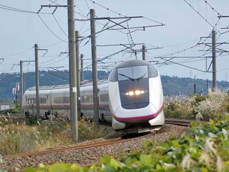 秋田新幹線こまちが20周年 E3系車両の記念運行も