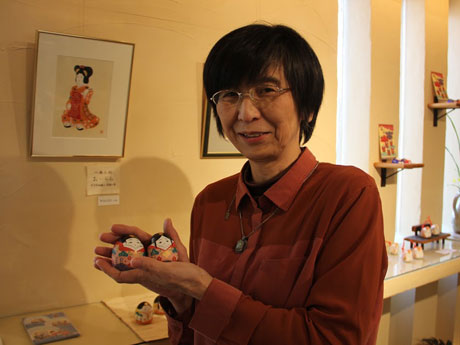 秋田で「春」テーマに企画展 土鈴や日本画など作品75点