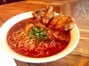 バリ島の鶏料理店「七人の鳥侍」が新メニュー「激辛ラーメン」