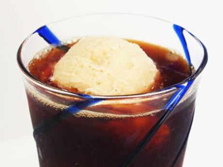 調布・仙川のコーヒー店が夏季限定「コーヒーフロート」−隣のアイス店とコラボ