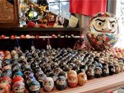 調布・深大寺近くに「だるま」店 正月に向けて注文に追われる