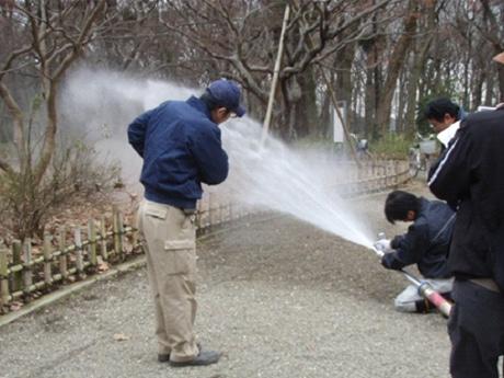 調布・神代植物公園で「防災ミニフェスタ」 防災公園で避難活動体験