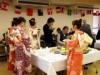 狛江で国際交流「ニューイヤーパーティ」 着付け体験や剣詩舞披露