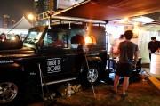 ドバイでフードトラックの祭典開幕 英国からも15台参加