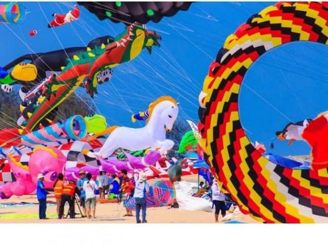 「ドバイ・スカイ・カーニバル」開催へ ビーチの空に色とりどりの凧が舞う