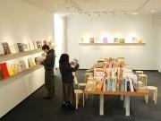 福井のギャラリーで「ハートなBOOK」展 国内外の美術展図録など1000点展示