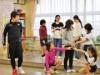 船橋の小学校で出前授業 「アーティストバンク」登録プロダンサーが講師に
