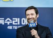 韓国で英国初スキージャンプ五輪選手の映画公開へ ヒュー・ジャックマンさん会見
