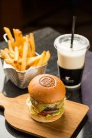 ソウルの百貨店でホテルグルメフェス 「BLTステーキ」のハンバーガーも