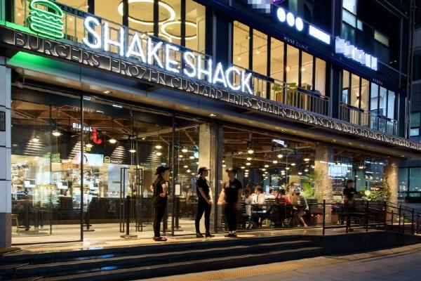 「シェイク シャック」韓国1号店、売り上げ世界1位 創業者会長が来韓会見