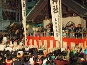 築地の波除稲荷神社で「節分祭」 「福は内」の掛け声で豆や菓子まき
