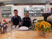八王子の老舗カレー店「インドラ」が40周年 俳優・竹中直人さんも祝福