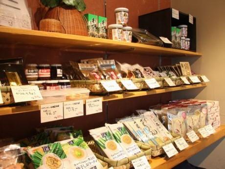 浜松のうなぎテークアウト店に地元産品販売コーナー、稚魚不漁で決断