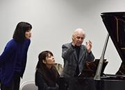 浜松でピアニスト育成公開レッスン 表現力やステージマナーまで指導