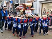 東大阪・瓢箪山で「ひょうたん干支みこしパレード」 商店街に児童らの掛け声響く