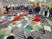 弘前でミニ四駆大会 430メートルコースに100人以上参加