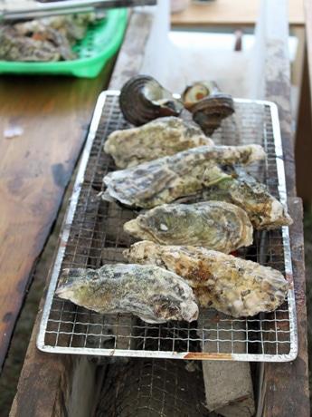 広島・宇品地区に「浜値」で販売する「カキ小屋」−「オイスターロード」として展開