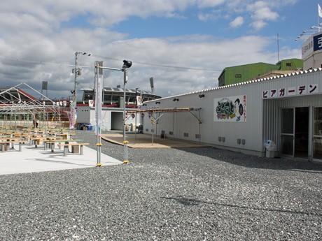 広島の「焼きガキ小屋」がビアガーデン−マツダスタジアム近くに新業態店
