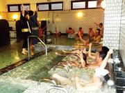 広島の銭湯で「お風呂歌謡ショー」 浴室ミュージシャンが演奏