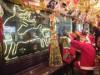 広島市内の路面電車に「クリスマス電車」登場 貸し切り運行も