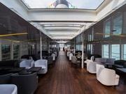 香港「スターフェリー」に新路線 2億円をかけ観光船に改修、木のベンチからソファに
