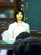 アンドロイド「SAYA」講師にー富士見小でロボット授業
