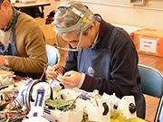 おもちゃを「治療」するボランティア 「日本おもちゃ病院協会」が20周年