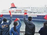 鳥羽港に大型客船「にっぽん丸」 赤いハンカチ振って見送り
