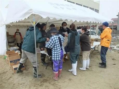 被災地で活動する被災地NGO恊働センター(写真提供=同NGO) 被災地... 被災地で活動する被