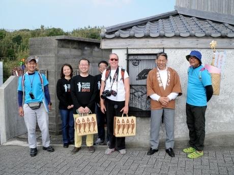 「We Love Japan Tour 2015」志摩市のかつお節のいぶし小屋を見学するエマ・パーカーさん