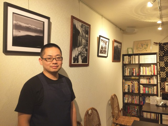 上板橋の喫茶店で写真展 戦前の松本の日常をガラス乾板からデジタルで再現