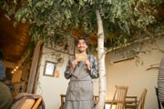 三島のワインバー、店内が「森」に 開店1周年で「成長」表現
