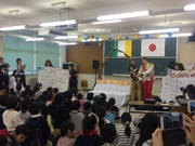 三島の大学で「ちびっこ国際教室」 ゲーム体験で国際文化学ぶ