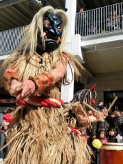 加古川で「なまはげ」舞う ニッケパークタウンに「かまくら」や秋田特産品も