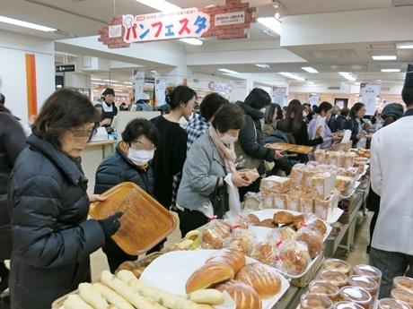 大丸京都店で「パンフェスタ」 34店参加、昼には売り切れ商品も