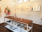 埼玉・上福岡のギャラリーで「白の写真館展」 記念写真撮影1年間の節目に