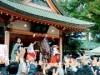 川越氷川神社で「新年開運大祈願」 正月恒例「福銭撒き」も