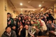 フラッシュモブで公開プロポーズ 50人がダンスとバラの花をプレゼント