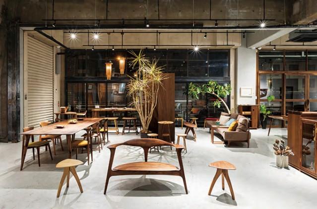荻窪の家具店「コマ ショップ」、西荻窪から移転 オリジナルの無垢材家具そろえる