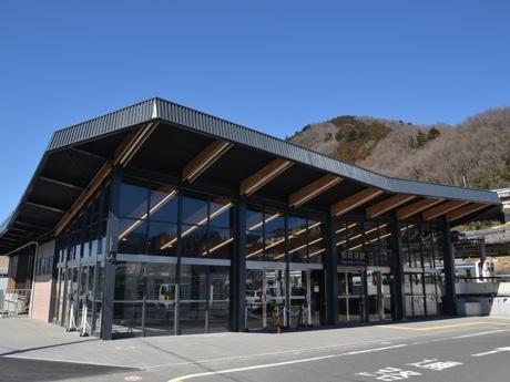 相模湖駅が53年ぶりリニューアル 津久井産材で美化、登山靴の洗い場も