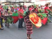 フィリピンの避暑地でイチゴ祭り 文化をアピールするパレードも