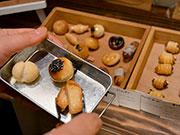 松本・蟻ヶ崎のカフェで母娘展 パン雑貨と収集したマッチ箱、計100点