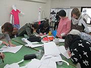 松本衣デザイン専門学校で「展示Lab.」 1年間の学びを発表