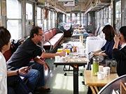 松本・上高地線新村駅でブックイベント 「アオガエル」車両で本通じた出会いを