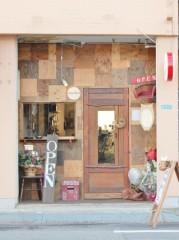 松山・道後に「隠れBar mayudama」 懐かしい雰囲気の中で多国籍料理を