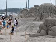 日立河原子海岸で「サンドアートフェスティバル」-巨大砂像が出現